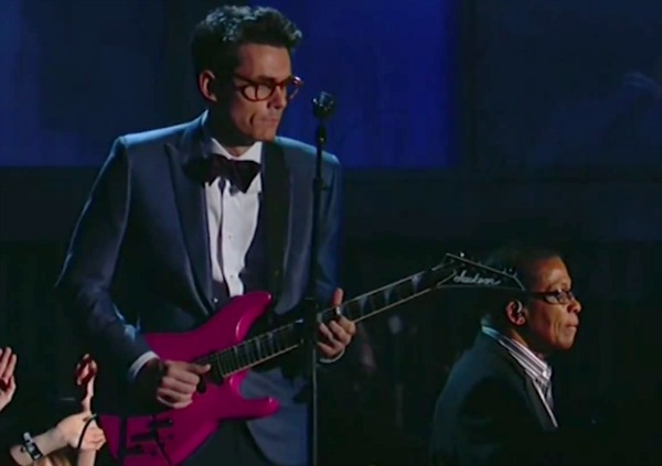 Heres Why John Mayer Doesnt Care What You Think About His Pink Guitar
