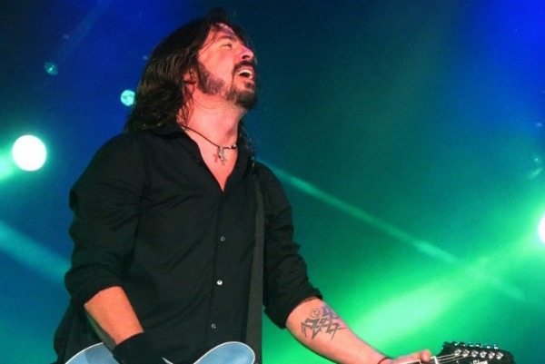 Dave Grohl 'Breaks His Leg' During Foo Fighters Gig - Comes Back And Finishes Set